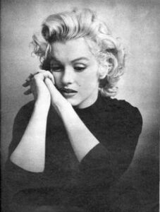 379bbb09da1a2f9d3d68a3ed4df53cd6--marylin-monroe-marilyn-monroe-photos